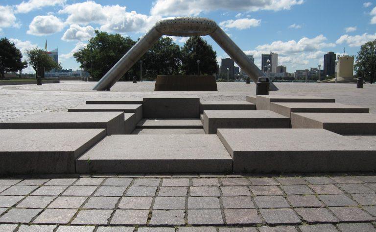 Isamu Noguchi et les places publiques américaines au temps de la crise urbaine
